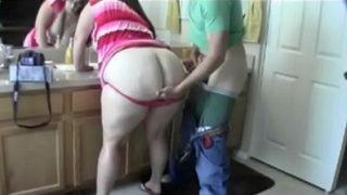 افلام سكس امهات نيك فى الحمام ابن ينيك امه الهايجة فى كسها