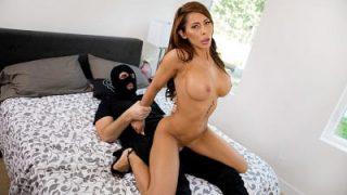 سكس اغتصاب HD شاب يقتحم منزل صديقه ويغتصب زوجته