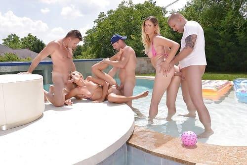 نيك طياز بنات مثيرة يمارسون جنس جماعي فى حمام السباحة