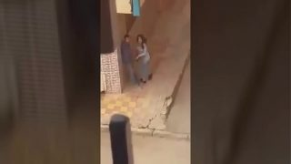 فيديو نيك تحرش عربي زانق خطيبته في الشارع هاريها بعبصه وتقفيش